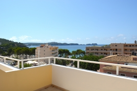 Very central apartment with sea views in Peguera