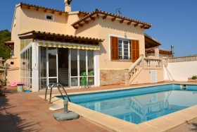 Spacious villa with pool in a very quiet area.