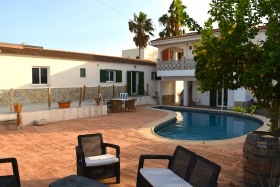 Reserved! Renovated villa with 2 apartments and pool