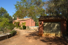 Finca with great potential in a quiet area