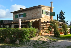 Rustic country house of natural stone in Algaida