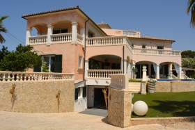 Impressive and luxurious villa with many amenities.